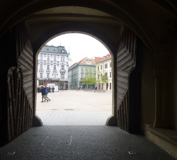 8旧市役所から見る.jpg