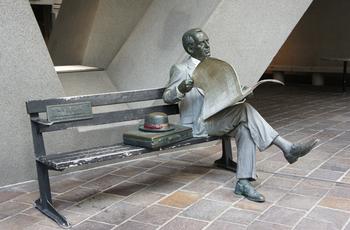 サラリーマン彫刻2.JPG